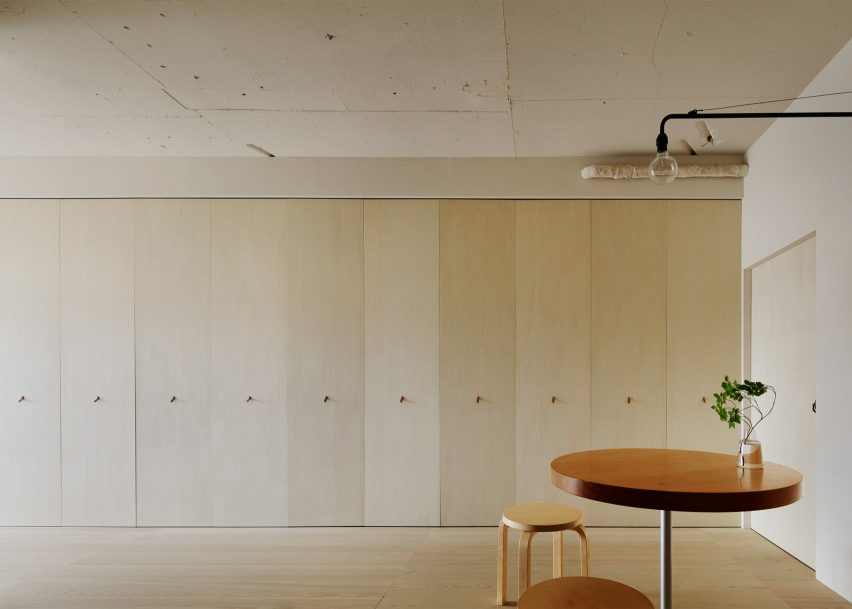 Tokyo apartment by Minorpoet features kitchen hidden behind ...