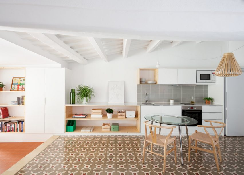 Oriol Garcia revamps Barcelona apartment by replacing walls with curtains and bookcases