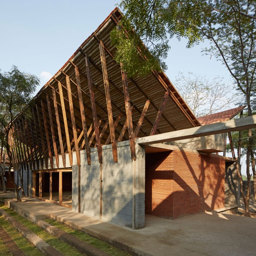 buddhist-learning-center-sp+a_dezeen_sq3408