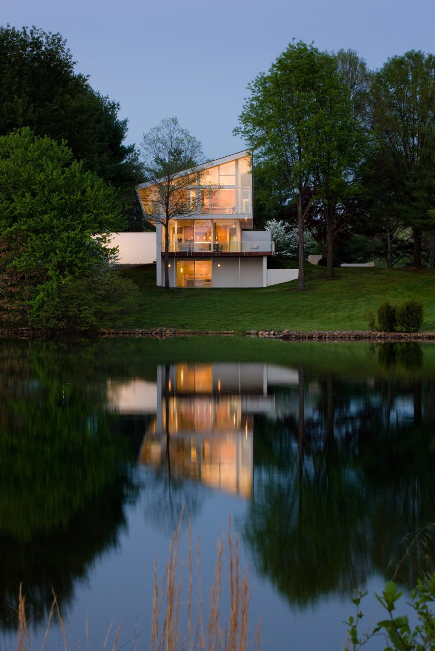 Buisson Residence by Robert Gurney Architect. Photograph is by Paul Warchol