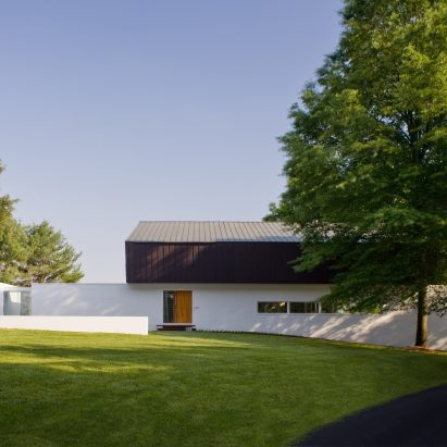 buisson-residence-robert-gurney-square_dezeen_2364_1