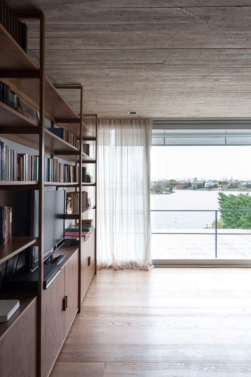 Textured concrete walls frame lake views from Buenos Aires house by Federico Sartor