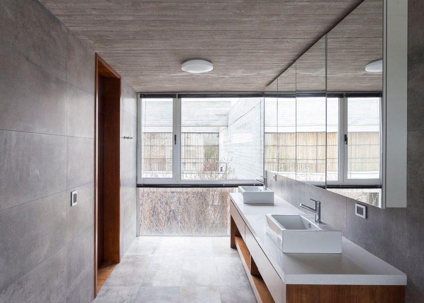 Concrete Walls For Homes : Buenos aires house by federico sartor has concrete walls and lake