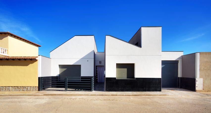 casa-arm-ooiio-mora-spain-architecture-house-residential_dezeen_dezeen_3408_0