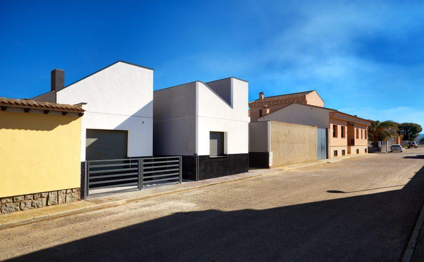 casa-arm-ooiio-mora-spain-architecture-house-residential_dezeen_dezeen_3408_1