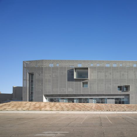 "Studiohuerta creates ""anti-seismic"" Center for Postgraduate Studies at Mexico's Cetys University"