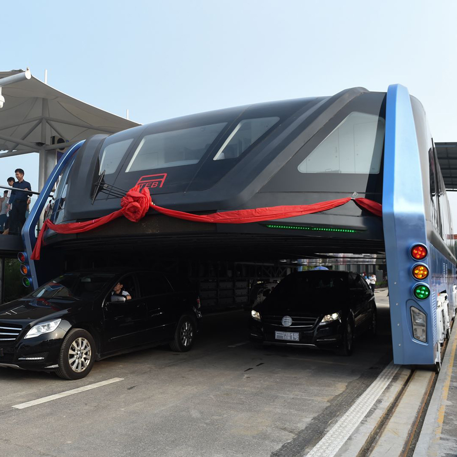 Traffic-straddling bus makes first test run on Chinese roads