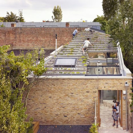 "Hayhurst and Co creates ""hanging-basket roof"" for designers' home and studio"