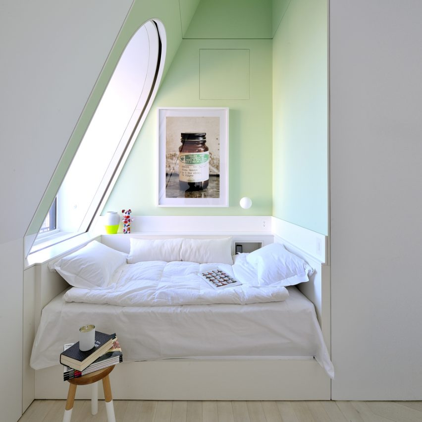 hotson_skyhouse_bedroom-alcove_dezeen-pinterest-bedroom-936