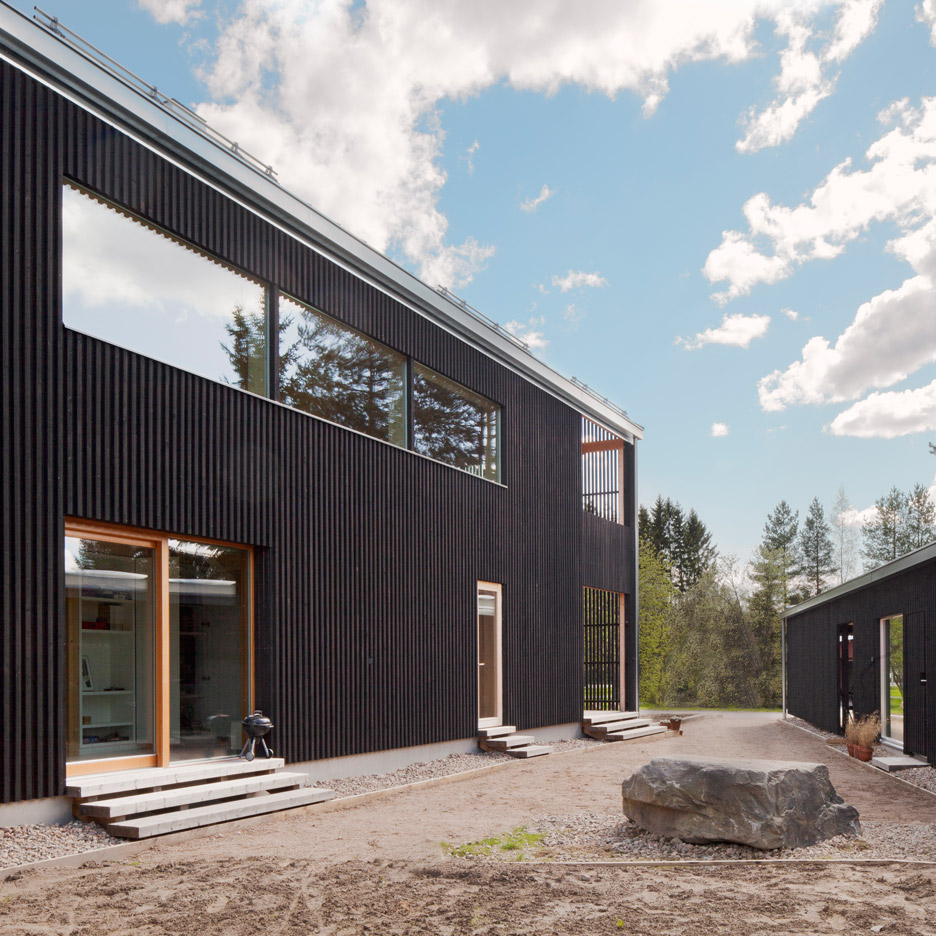 House h by teemu hirvilammi features a black exterior and for Exterior features of a house