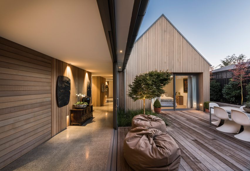 house-in-christchurch-chris-ornsby-new-zealand-cedar_dezeen_3408_16