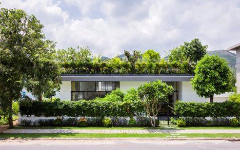 House in Nha Trang by Vo Trang Nghia and Masaaki Iwamoto