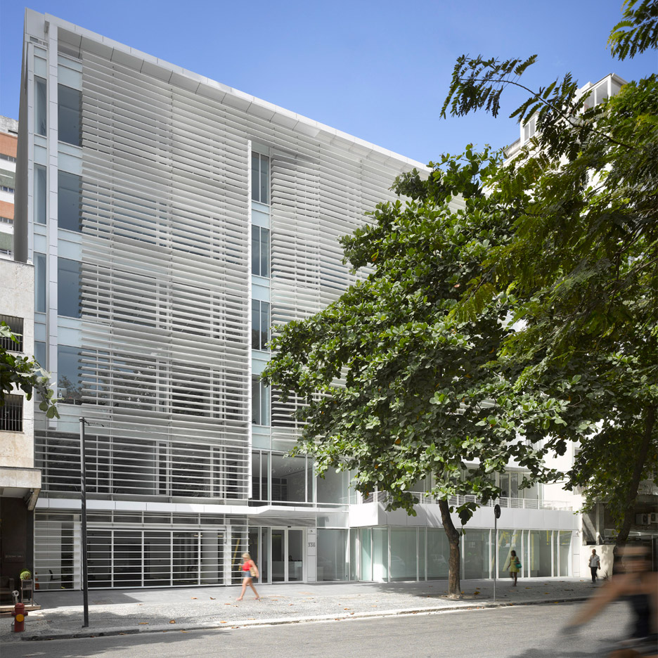leblon-offices-richard-meier-partners-square_dezeen_936_0