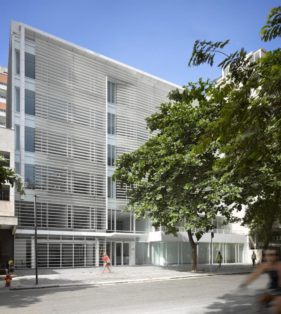 Leblon Offices by Richard Meier & Partners Architects
