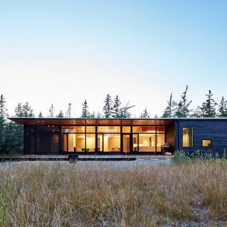 Nova Tayona designs Canadian beach house hidden from the ocean