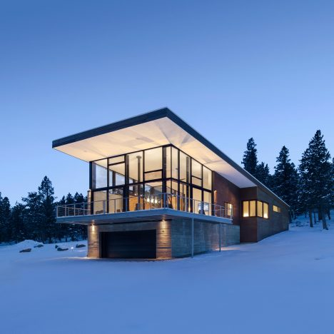Arch 11 completes Rocky Mountain home atop a concrete plinth