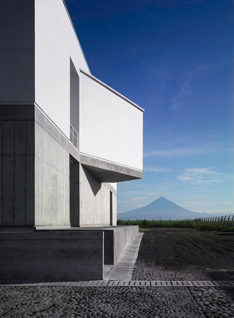 Cúre and Penabad illuminates double-height office building in Guatemala with long skylight