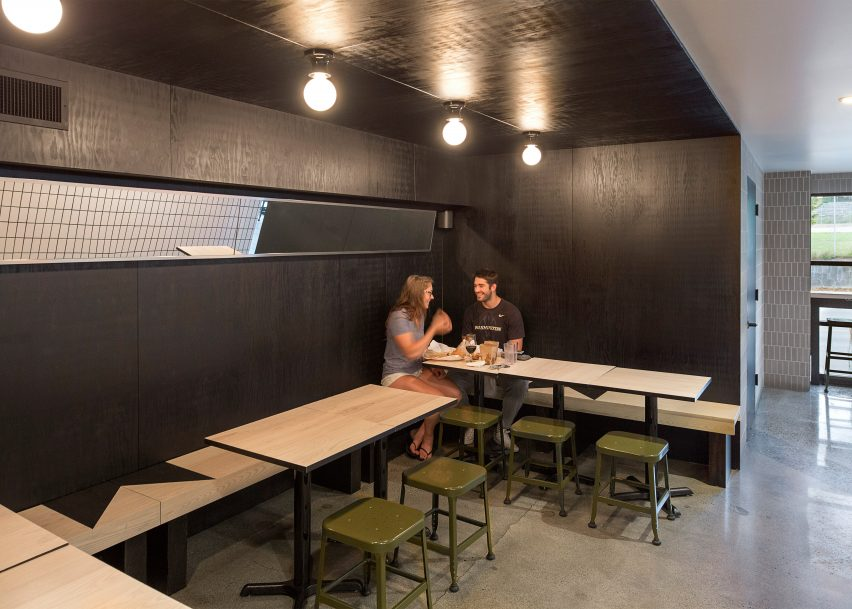 Mammoth cafe and craft beer bar by Kalos Eidos