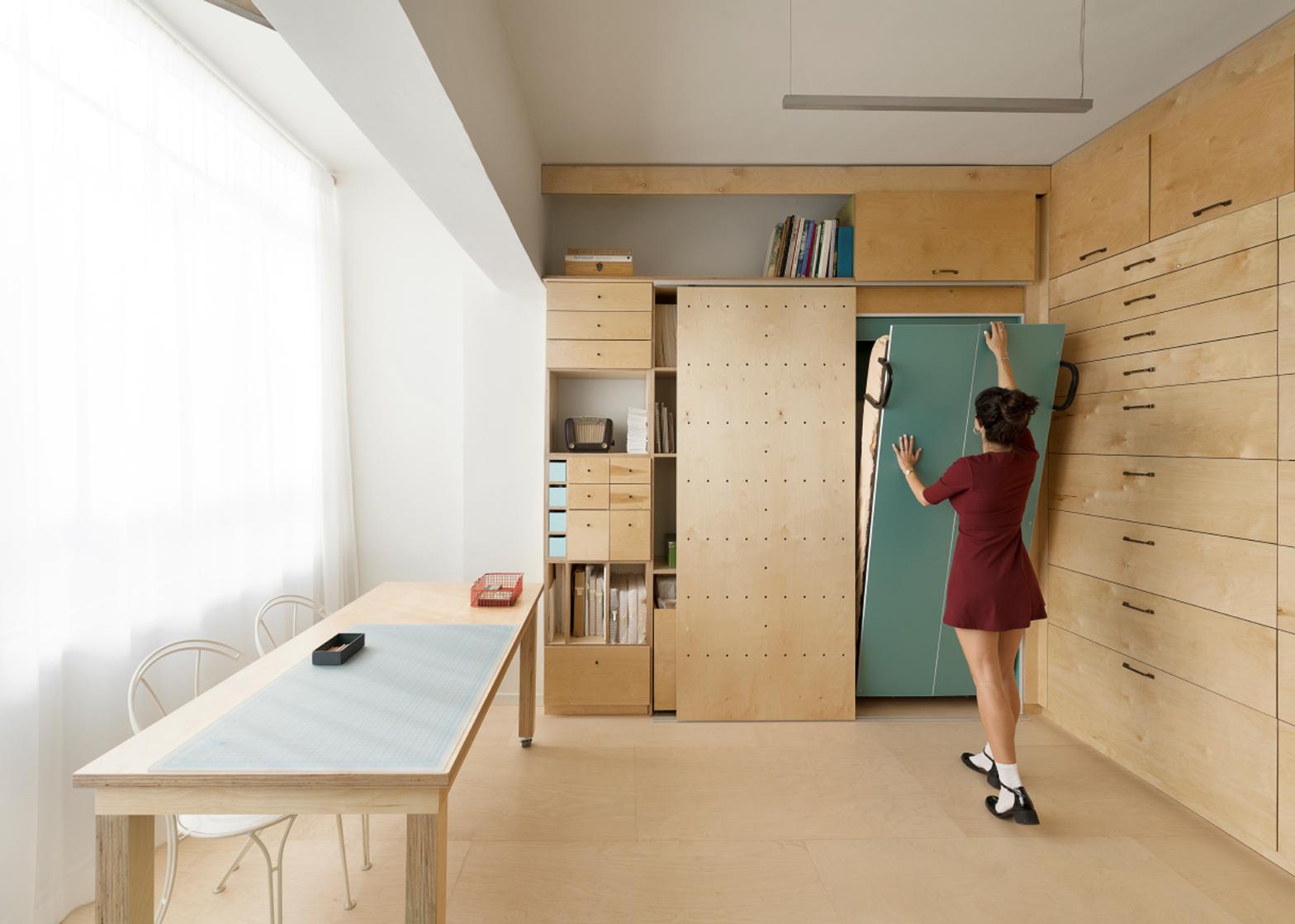 Raaman Stern designs space-saving modular studio in Tel Aviv