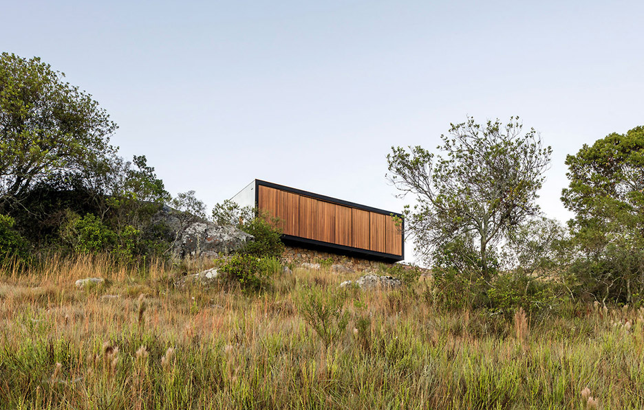 retreat-in-finca-aguy-mapa-prefabricated-housing-uraguay_dezeen_936_3