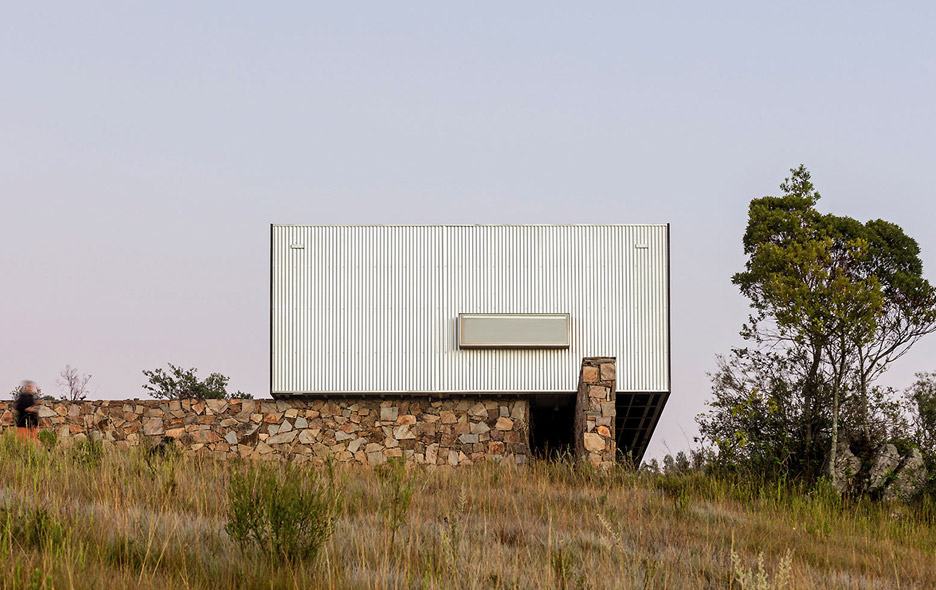 retreat-in-finca-aguy-mapa-prefabricated-housing-uraguay_dezeen_936_5