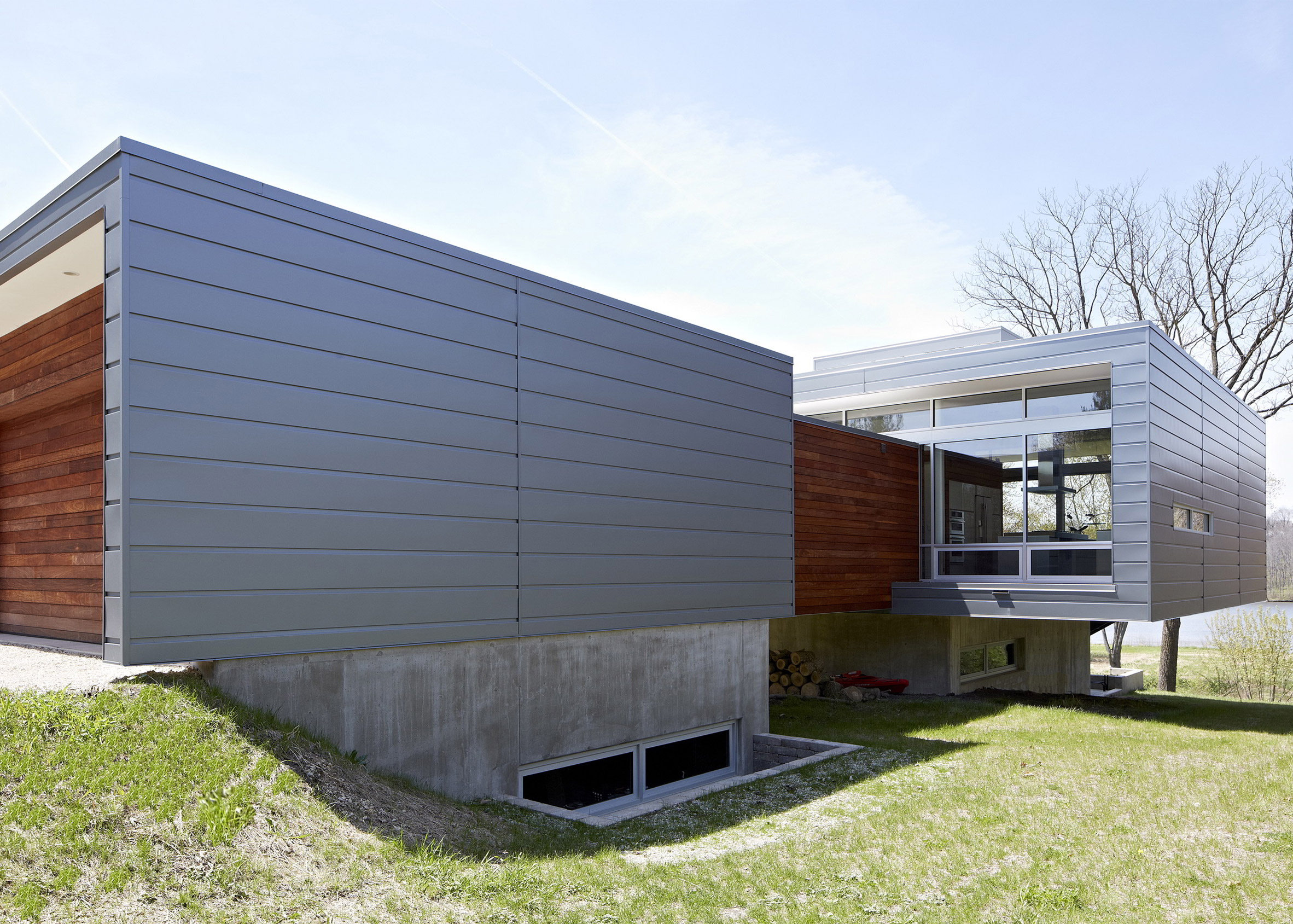 Riverview House by Studio Dwell