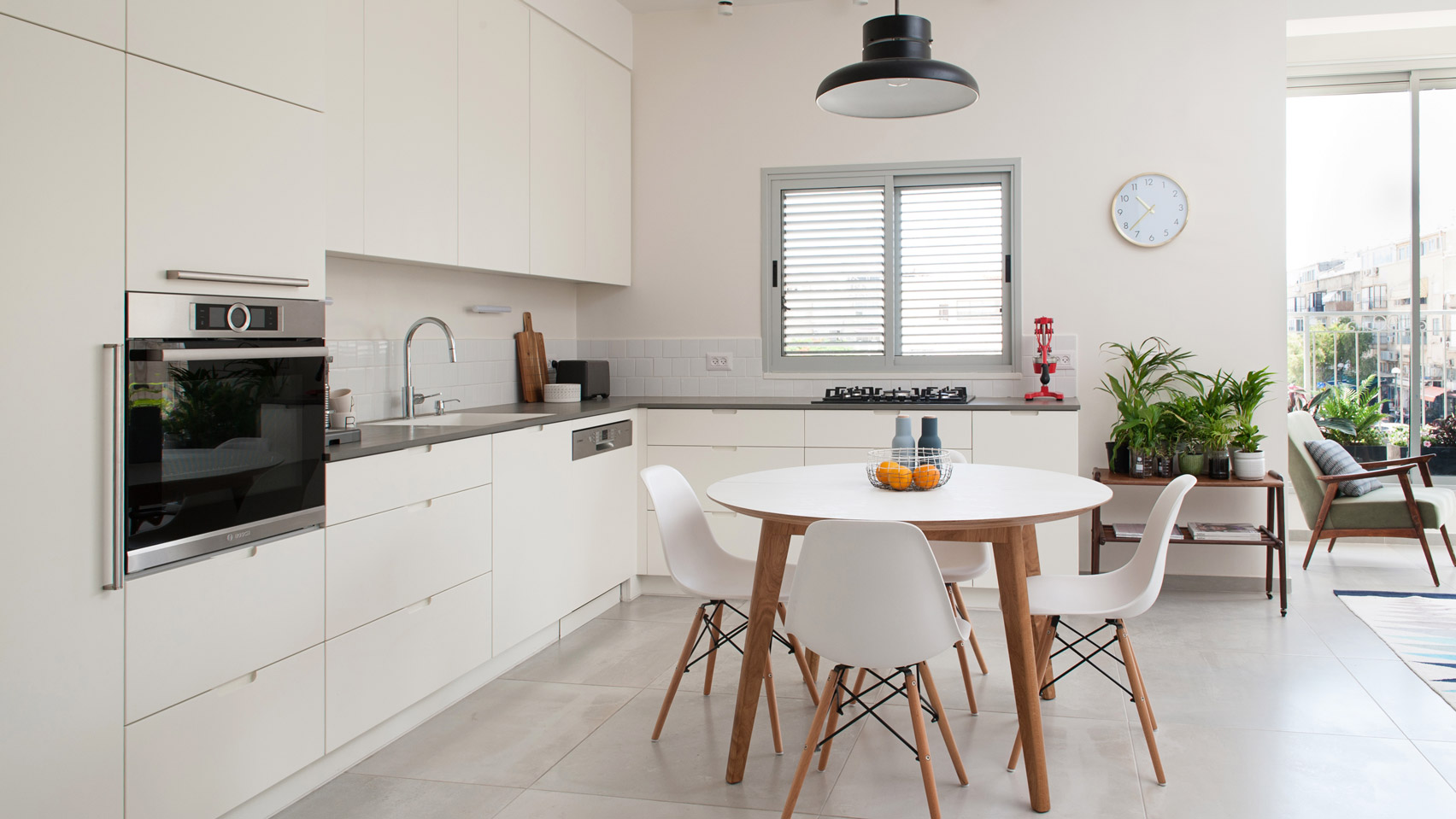 Dalit Lilienthal renovates small Tel Aviv apartment to fit a growing ...