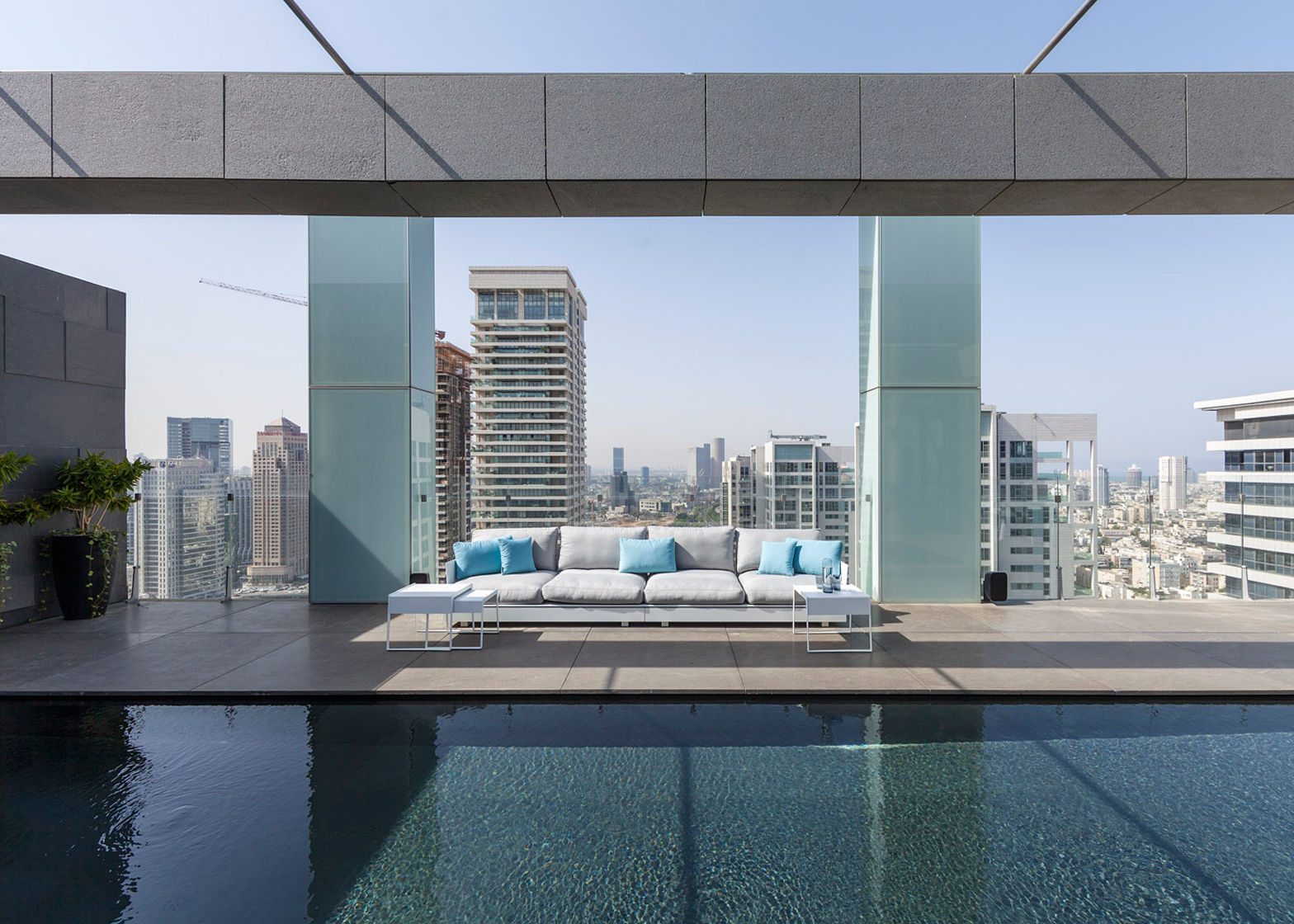 Pitsou Kedem Architects creates Tel Aviv apartment with rooftop infinity pool