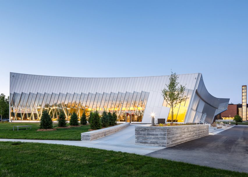 Vaughan Public Library by ZAS