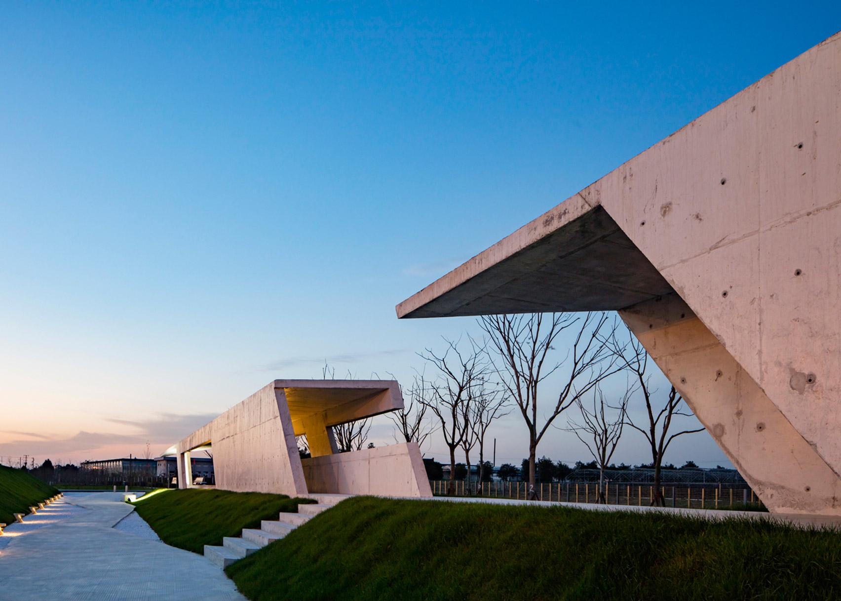 """Zigzagging concrete """"veranda"""" built in Shanghai agricultural park"""