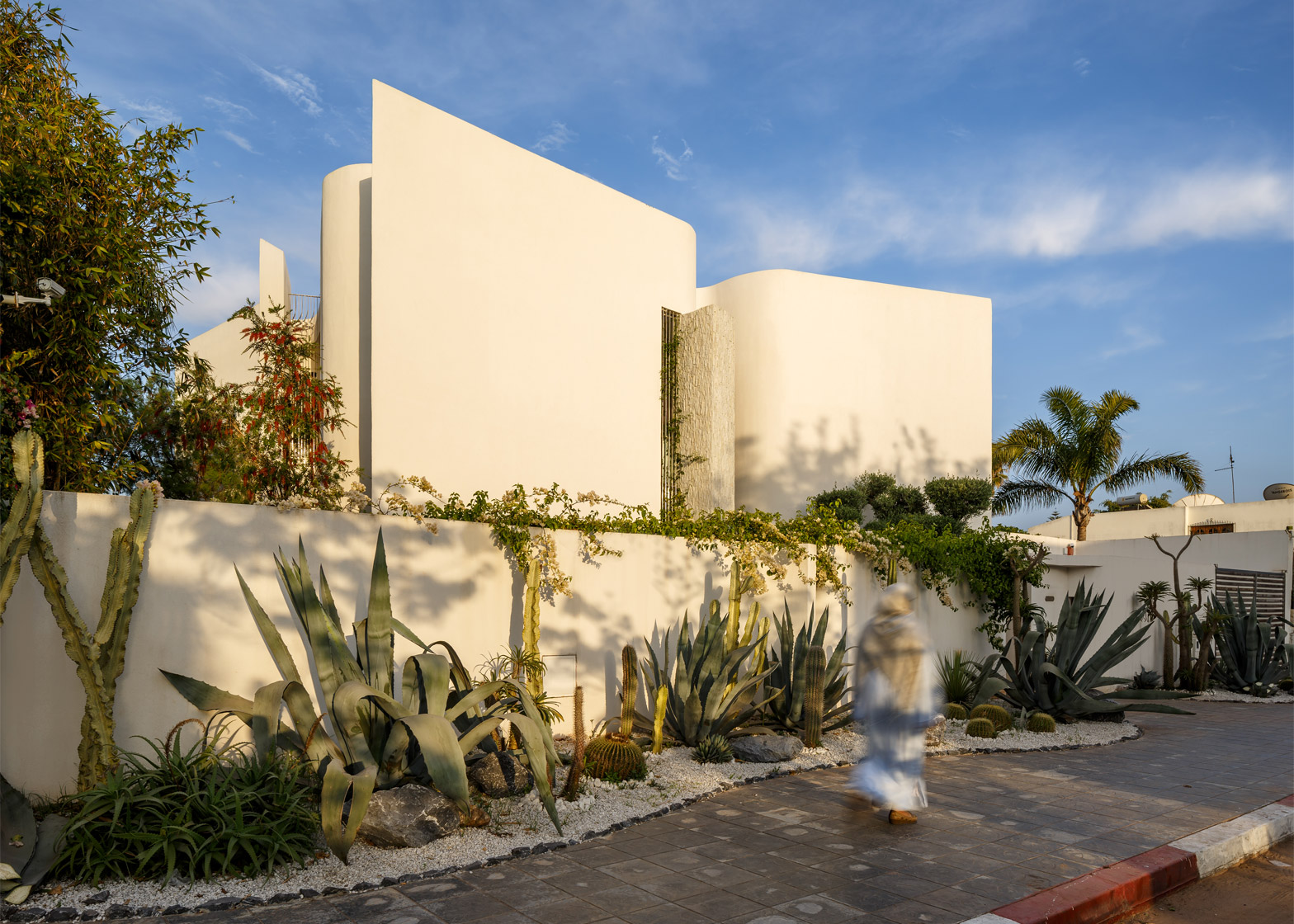 Mohamed Amine Siana combines flat planes and wavy walls at Villa Z in Casablanca