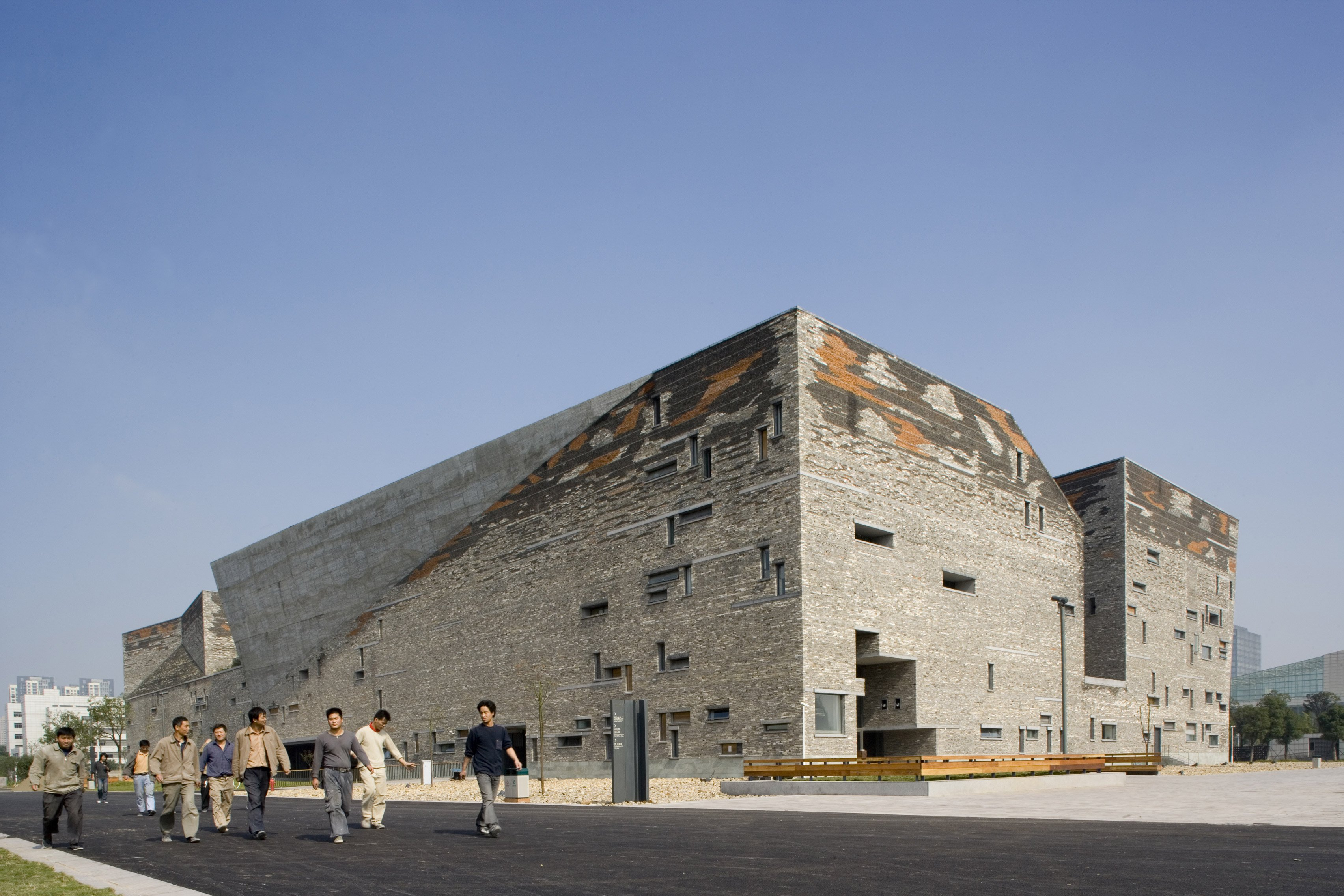 Video wang shu on amateur architecture studio 39 s ningbo museum for Architecture studio