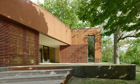 Modus Studio cloaks Arkansas home in wood and pre-rusted steel