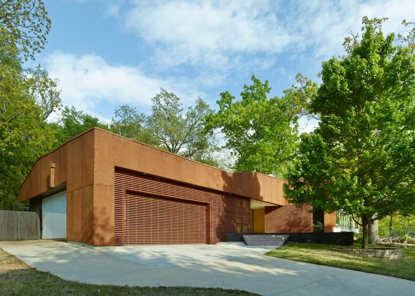 Modus Studio cloaks an Arkansas home in wood and pre-rusted steel