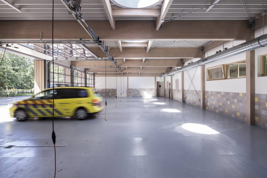 Ambulance building Zeist by Erik Knippers