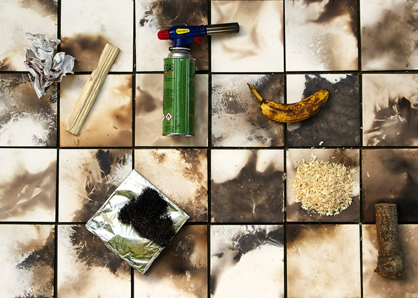 Assemble patterns ceramic tiles by baking them in a barbecue