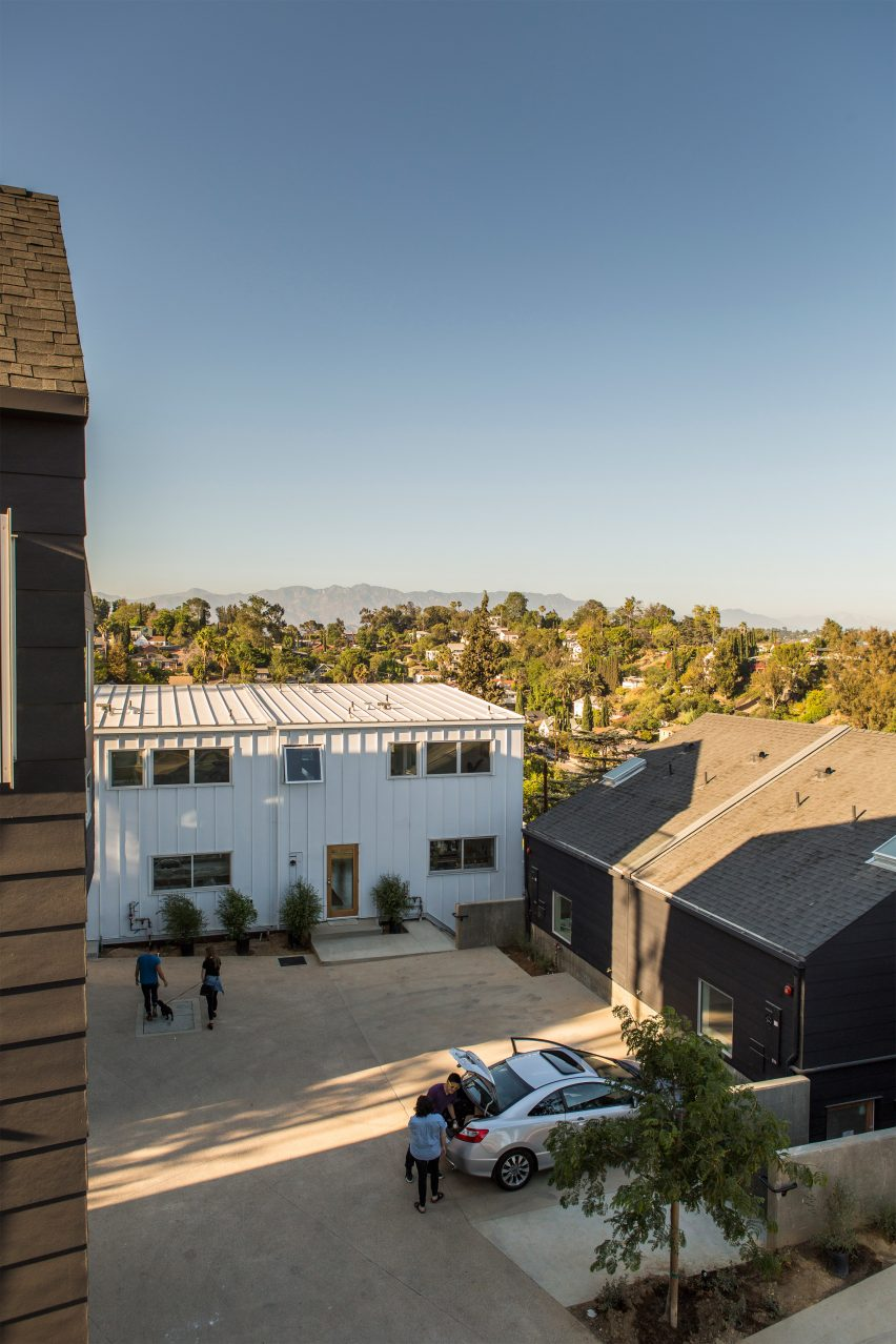 "Bestor Architecture creates ""high-quality, dense housing"" in sprawling Los Angeles"
