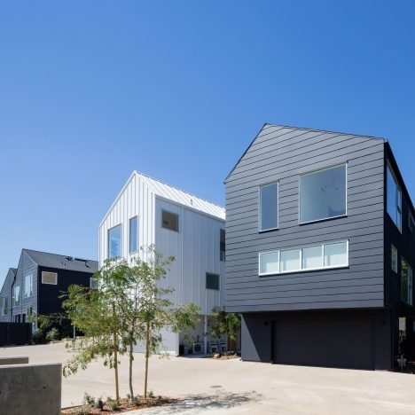 "Bestor Architecture uses ""stealth density"" at Blackbirds housing in Los Angeles"
