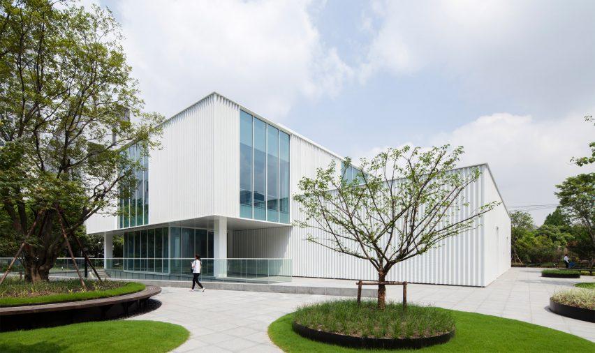caohejing-hi-tech-park-schmidt-hammer-lassen-architects-shanghai-china_dezeen_2364_col_0