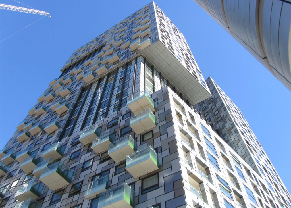 Lincoln Plaza by BUJ Architects wins Carbuncle Cup