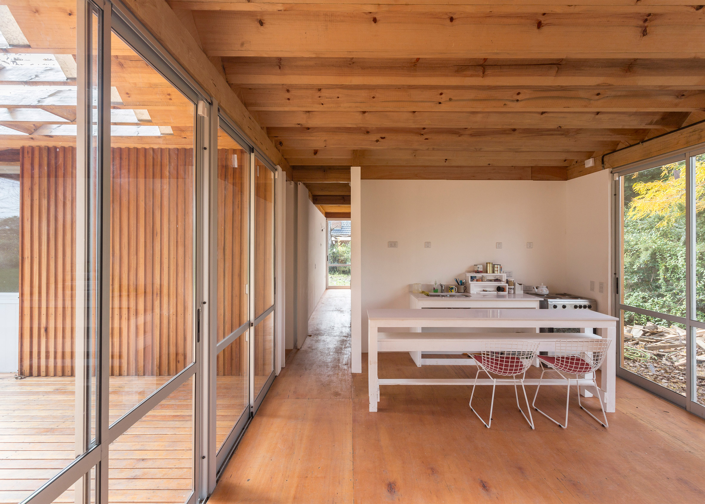 Zig-zagging roof covers Buenos Aires holiday home by Estudio Borrachia features