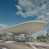 central-bus-station-city-of-pforzheim-undulating-shelter-metaraum-germany_dezeen_sqa