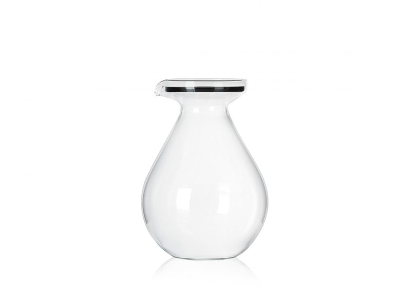 Sebastian Bergne designs jug shaped like enormous water droplet
