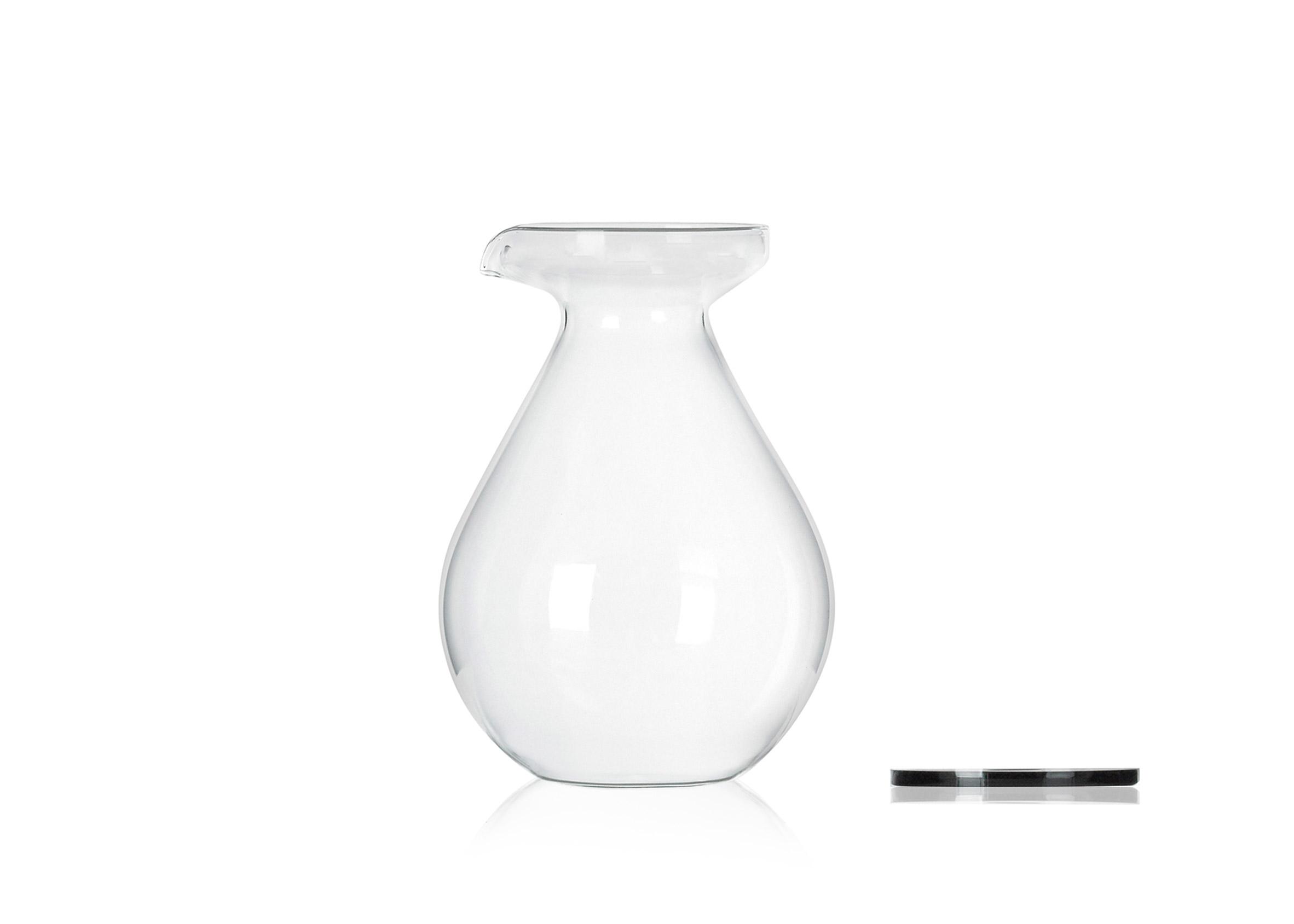 Sebastian Bergne designs jug shaped like enormous water droplet
