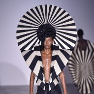 gareth-pugh-ss17-fashion-collection-london_dezeen_sq