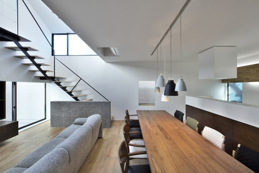 house-of-fluctuations-satoru-hirota-architects-architecture-tokyo-japan-residential_dezeen_2364_col_24
