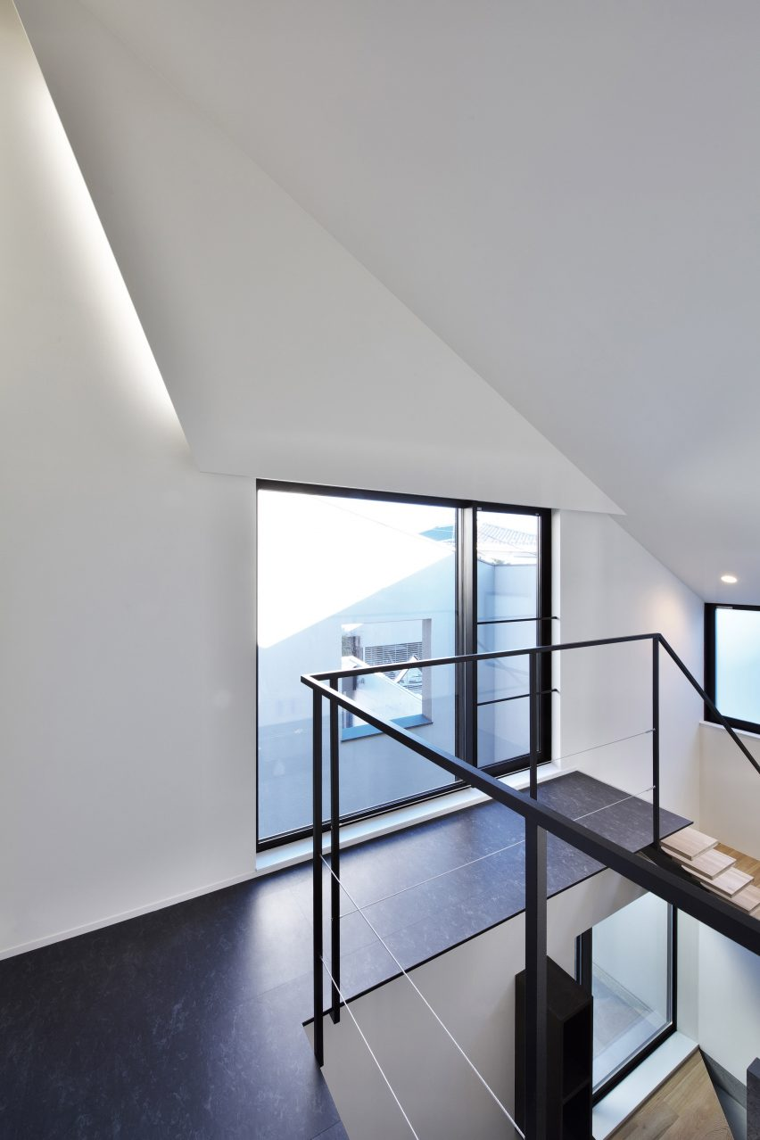 house-of-fluctuations-satoru-hirota-architects-architecture-tokyo-japan-residential_dezeen_2364_col_30