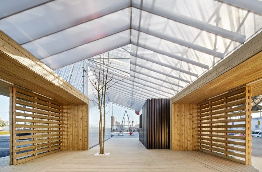Information Point in Glorias Square by Peris + Toral Arquitectes