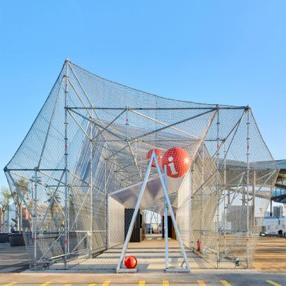 Peris + Toral Arquitectes uses scaffolding to create temporary pavilion in Barcelona