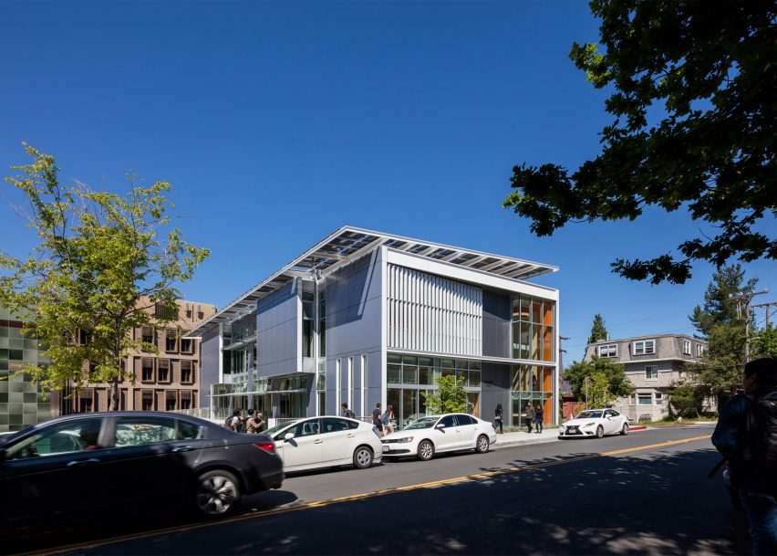 Leddy Maytum Stacy covers entire roof of Berkeley design centre with photovoltaics